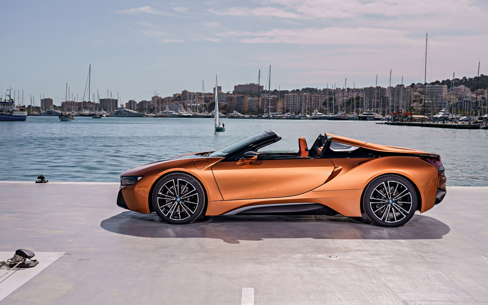 The-First-Ever-BMW-i8-Roadster-3