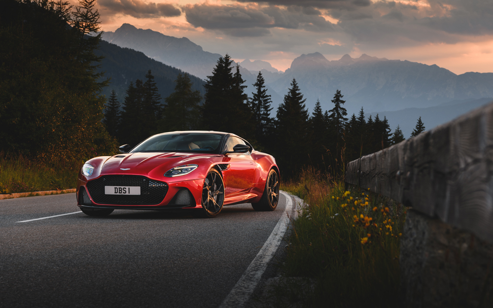AM_DBS_SUPERLEGGERA__HYPER_RED_Cover